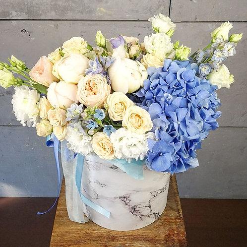 Цветы в шляпной коробке Вира