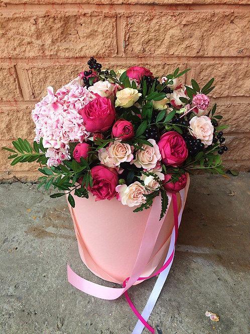 Цветы в шляпной коробке Роззетто
