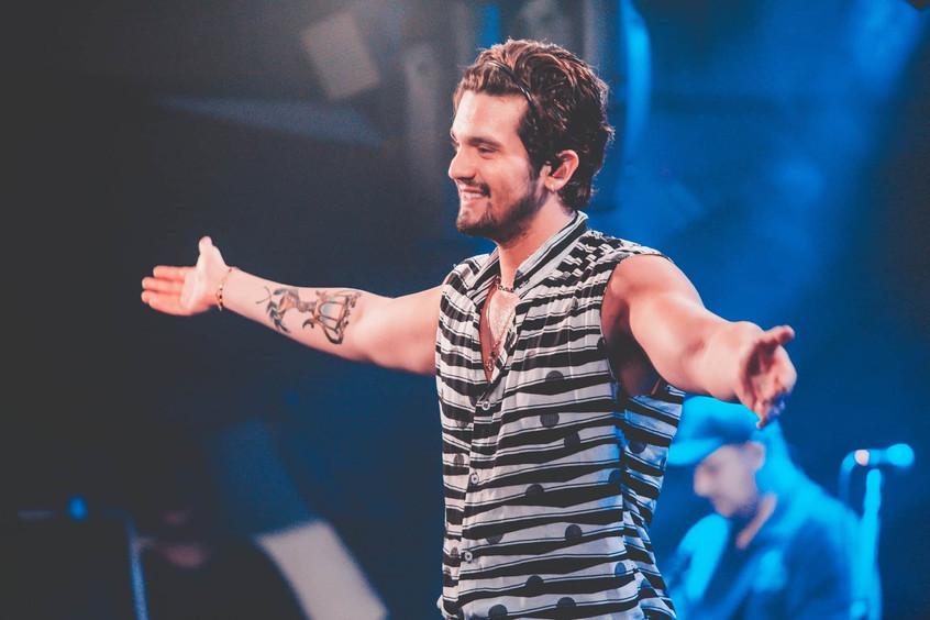 Luan Santana lança a música 'ASAS' nas rádios e alcança 1º lugar no Brasil