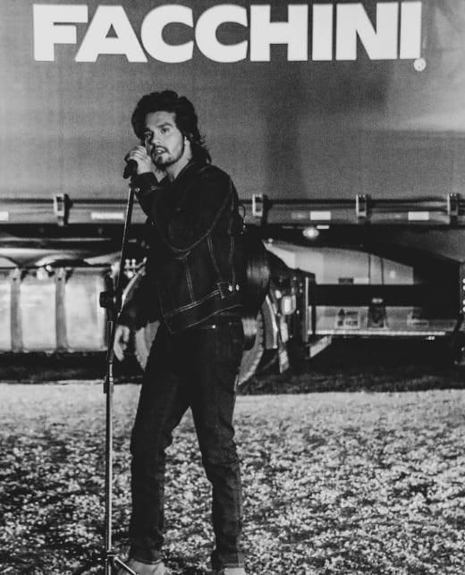 Luan Santana grava clipe em homenagem aos caminhoneiros