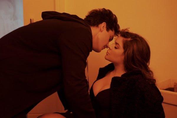 "Luan Santana e Gkay protagonizam beijo em teaser do single ""Morena"""