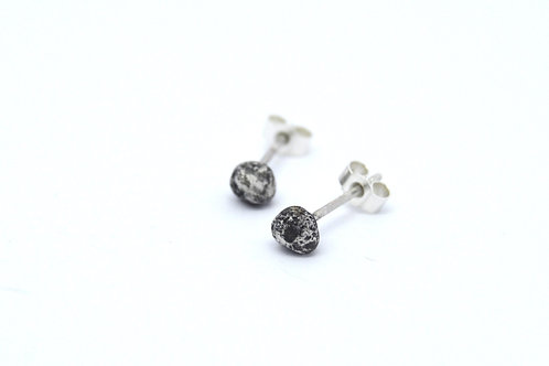 Stone Studs (Oxidised Finish)
