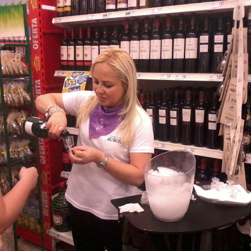 Demonstradora de vinhos