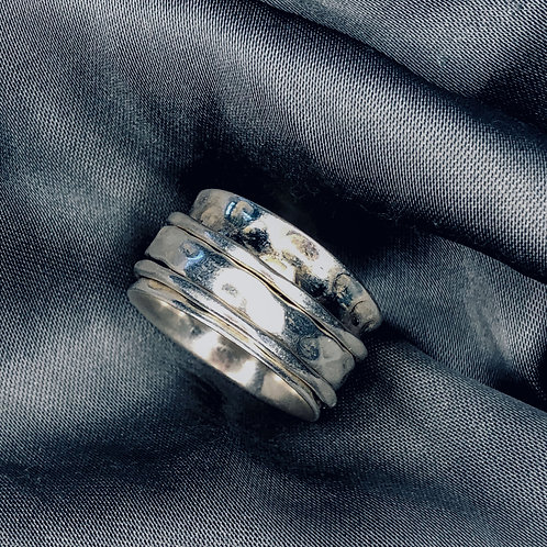 Silver band spinner ring