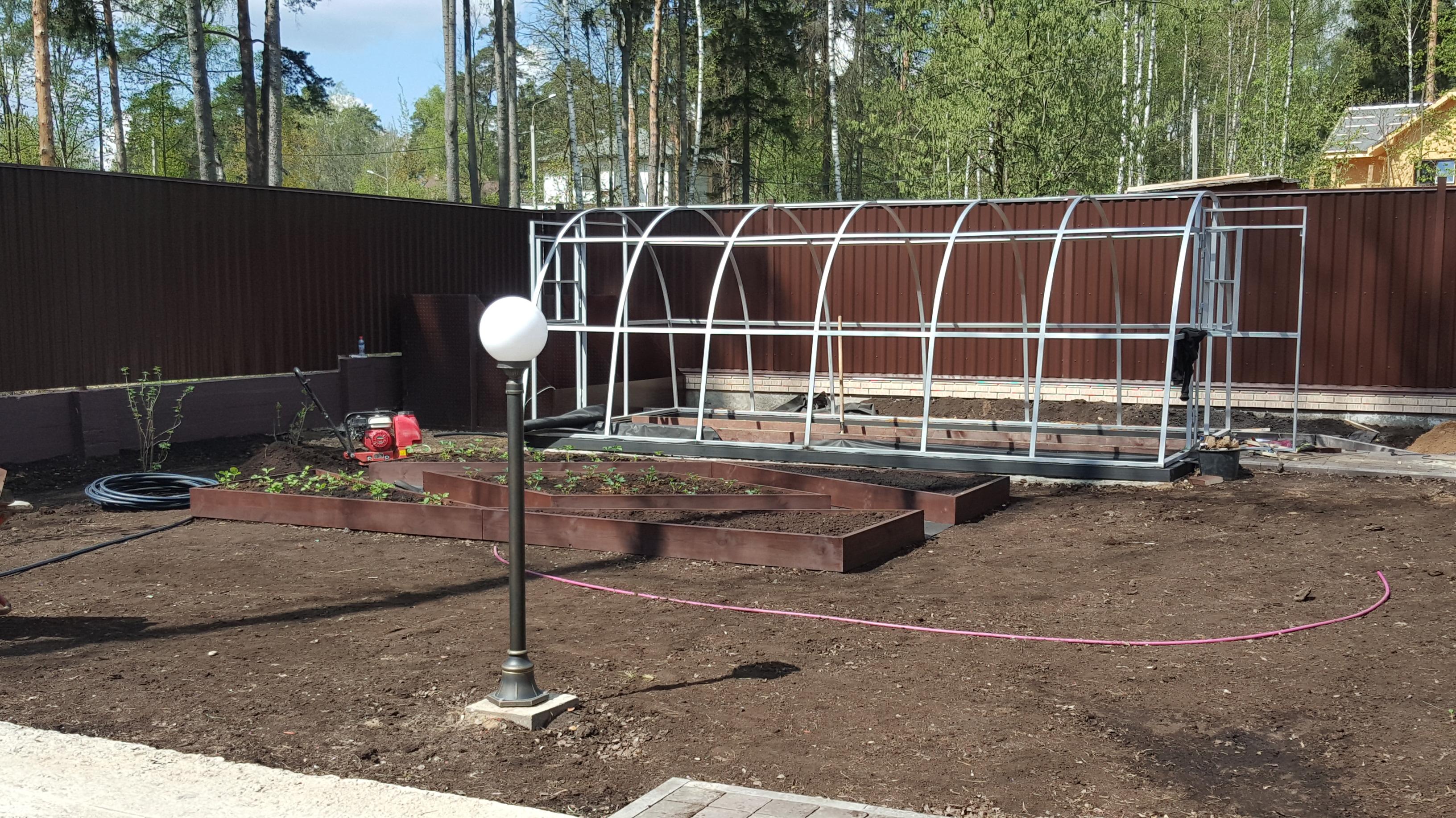 установка теплицы и огорода