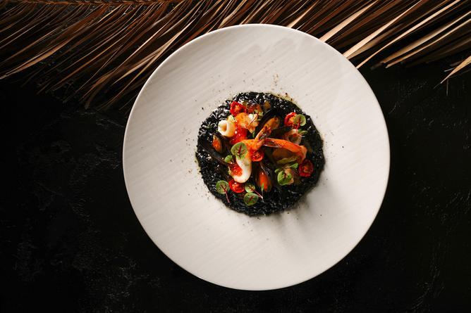 Чёрное ризотто с морепродуктами