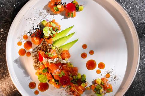 Тартар из лосося в пряном соусе