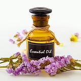 AdobeStock_210438540_Essential Oil_Petit
