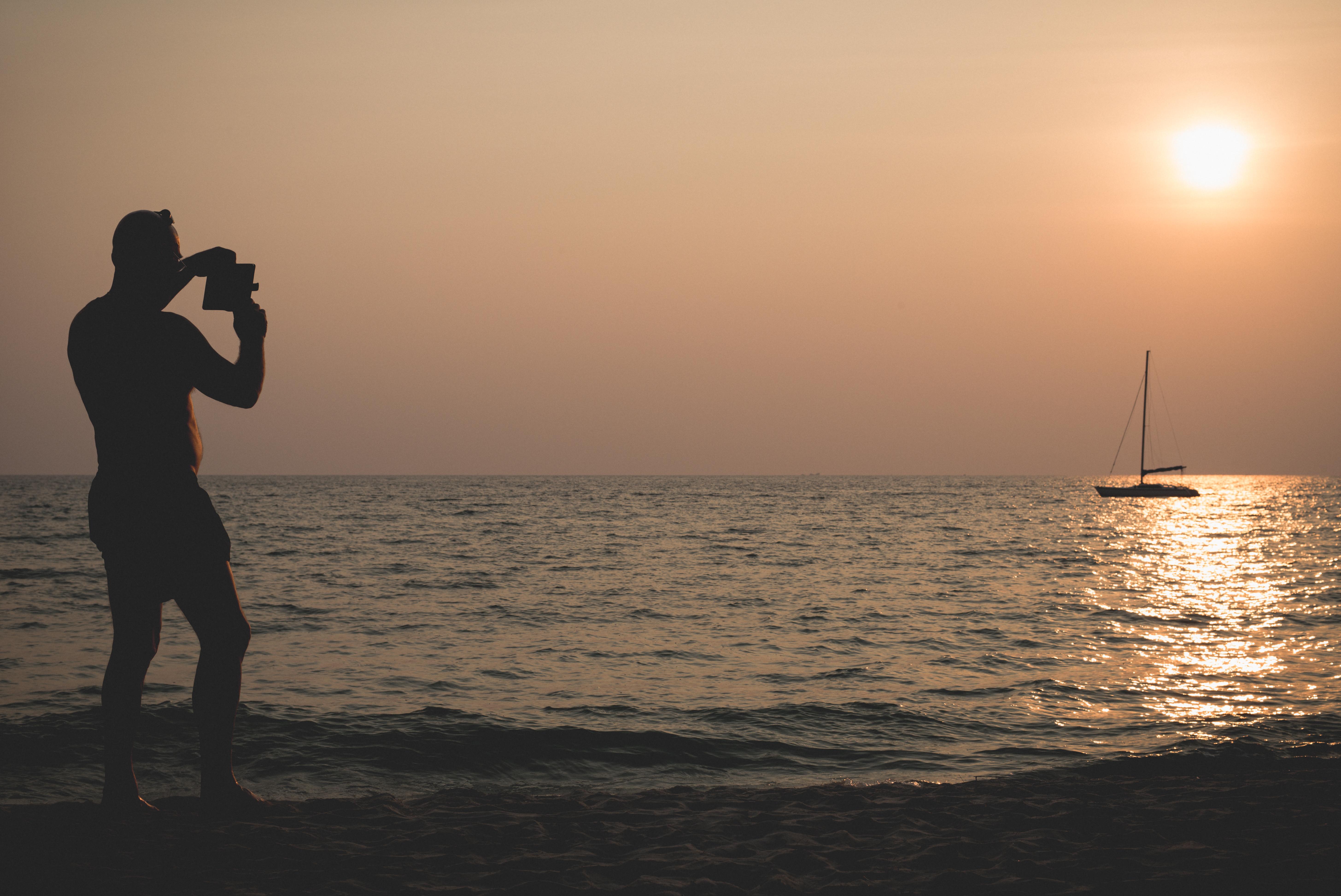 ชมพระอาทิตย์ตกทะเล