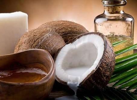Bělení zubů vs. kokosový olej
