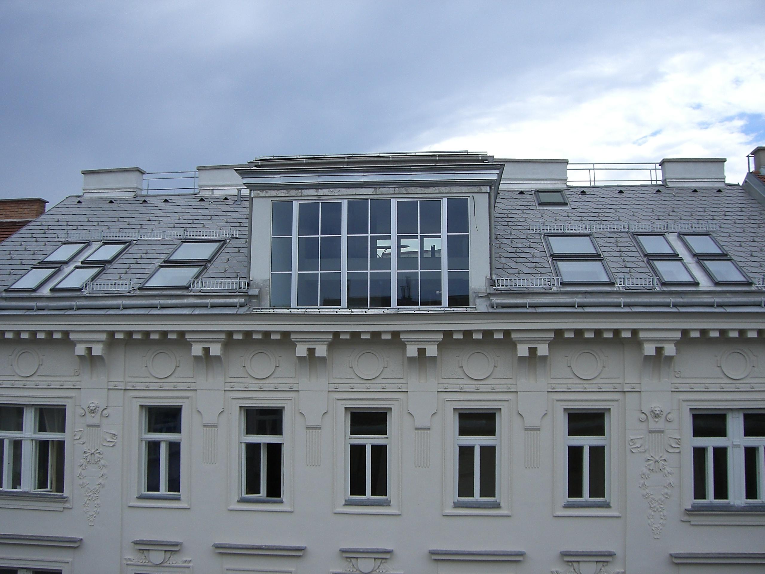 Marktg Aussen Fassade Dach strassenseitig