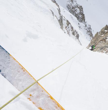 Belayed skiing