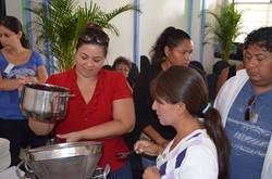 PREPARANDO HELADO ARTESANAL DE JAMAICA-1