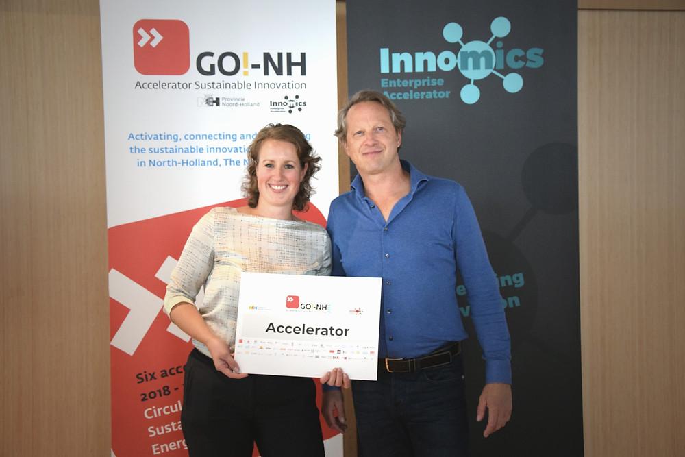 Klaske Postma en Hans Peter Vles met logo van GO!-NH.