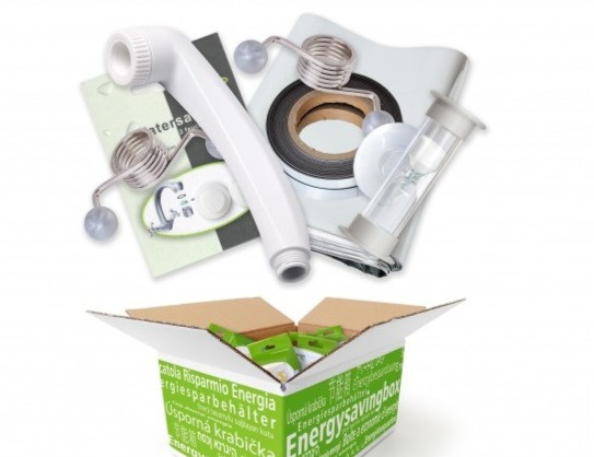 Waterbesparende douchekop en andere energiebesparende producten als een deurdranger.