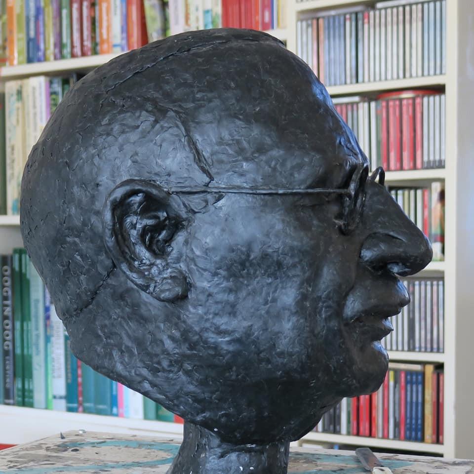Wassen beeld van hoofd van Jac. P. Thijsse.