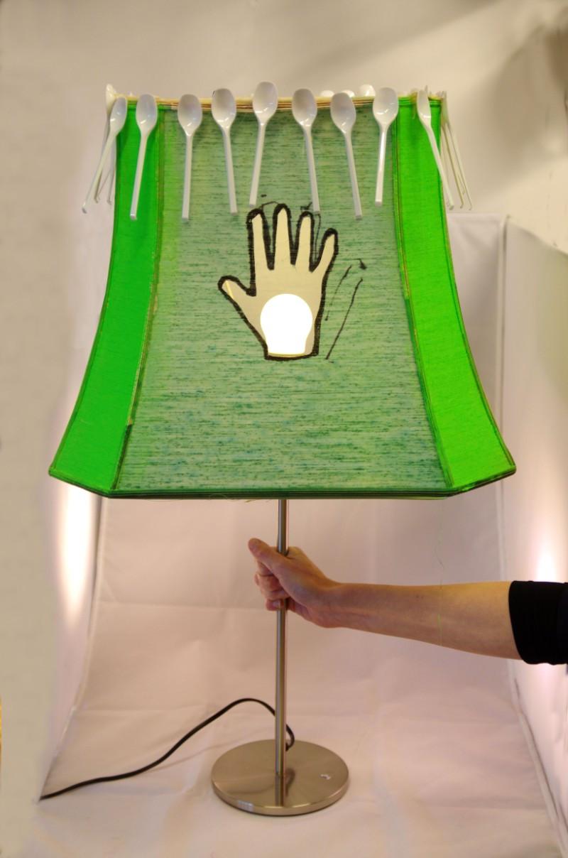 Lamp gemaakt van gevonden zwerfvuil in Naarden.
