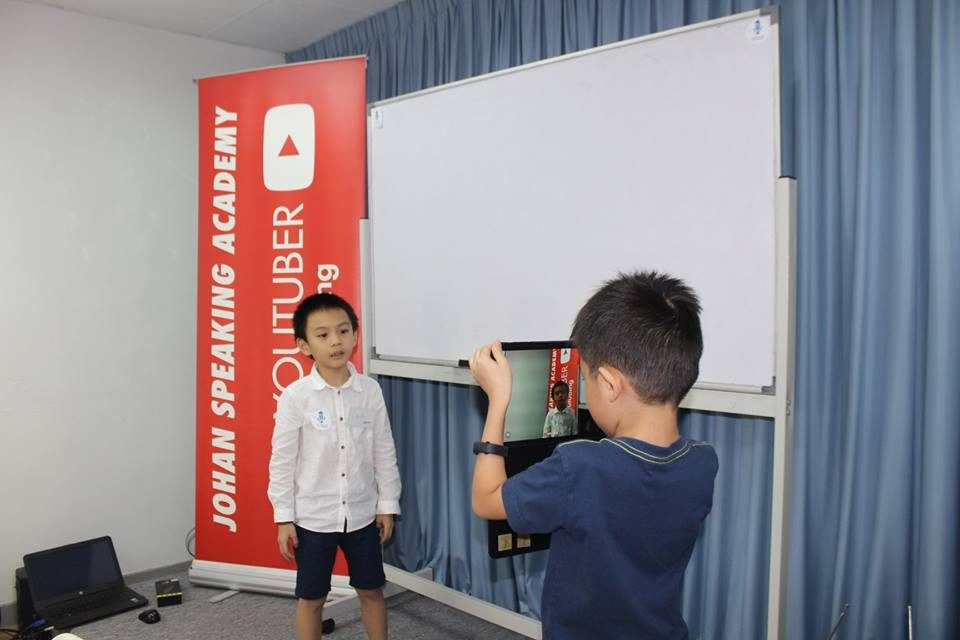 kids youtubing johan speaking academy (9