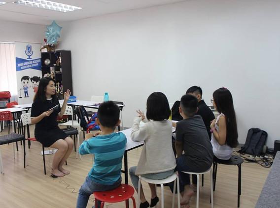 kids youtubing johan speaking academy (1