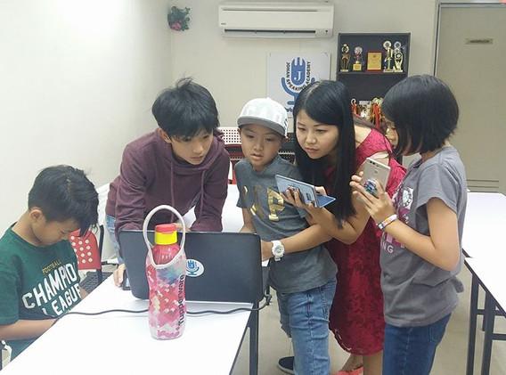 kids youtubing johan speaking academy (4