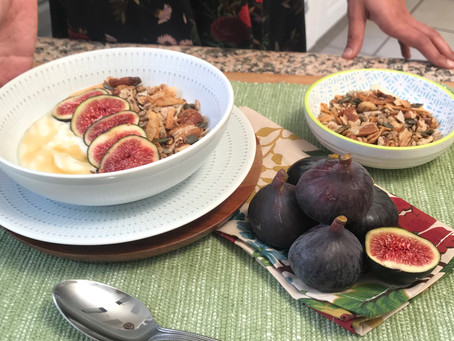 Yoghurt With Figs and Granola