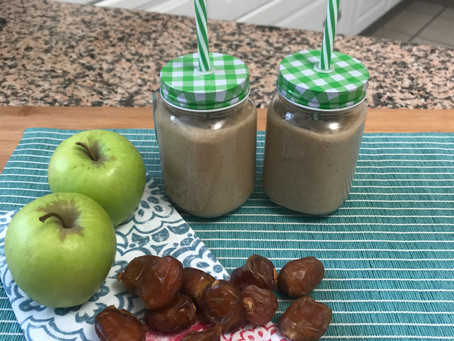 Apple and Date Smoothie