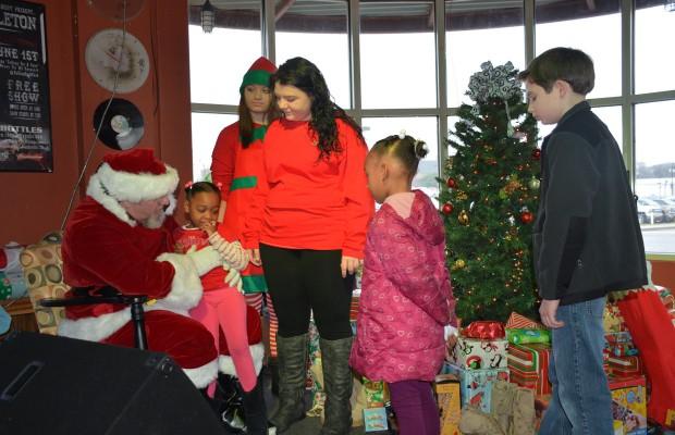 Flourishing-families-Christmas-in-Clarksville-620x400