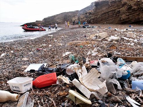 Playa con basuras.jpg