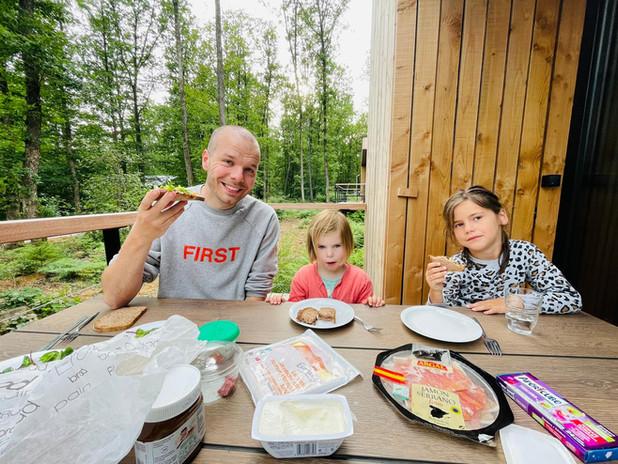 Ontbijtje meepikken op het bosterras