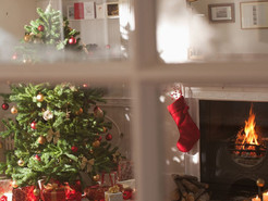 HOW TO AVOID YOUR CHRISTMAS DECORATIONS CLASHING WITH YOUR CAREFULLY CURATED INTERIOR SCHEMES