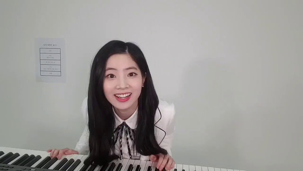 twice dahyun playing the piano and singing