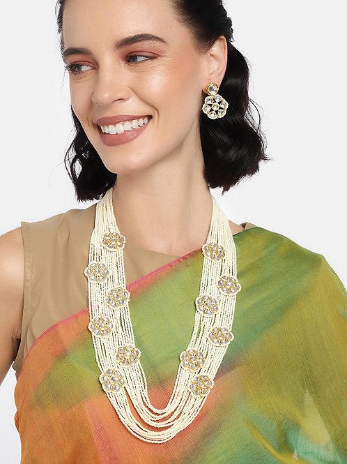 Laida Women Off-white Gold Plated Kundan Studded Jewellery Set