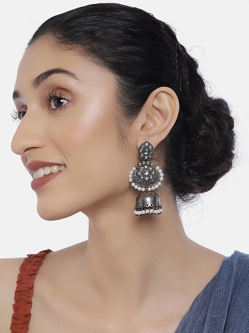 Silver-Toned Oxidized Rhodium-Plated Handcrafted Kundan & Pearls Dome Shaped Jhu