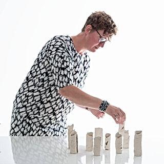 Gea Korpel Beskers kunst roosendaal galerie benjamin scheltema schilderij kunstenares vrouwen keramiek goud organisch wol art