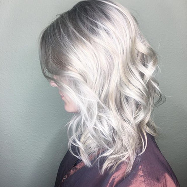 Blonde blonde and more blonde 💎💁🏼 this icy silver took three sessions to achieve but I loved playing around with the Pravana Silver Fox tone