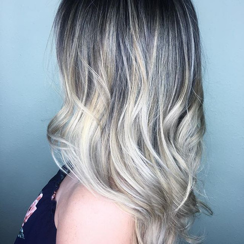 That melt that melts your heart ❤️ love doing balayage let me touch your hair...I mean your heart...or both__._._._ www.avoryjunebeauty.jpg