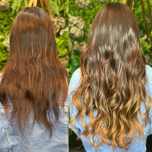"""A beautiful balayage brought to you by @bellamihairpro @bellamihair 24"""" of dark brown to chestnut brown goodness 😍🤎 5-6 week maintenance required for beaded sew-in extensions, in and out in 15 minutes? Yes please!"""