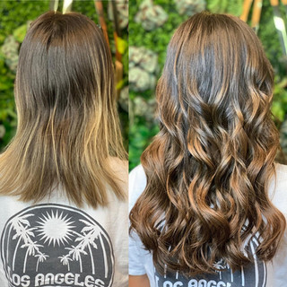 """@bellamihair always provides the most beautiful blended balayage 👌🏻 helping my guests add those beautiful touches of color with out having to lighten their hair. Pictured here is off black to mocha cream 😍 20"""" in beaded sew-in!"""