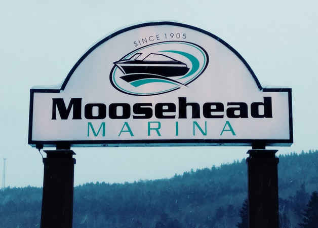 Illuminated Sign Moosehead Marina tn.jpg
