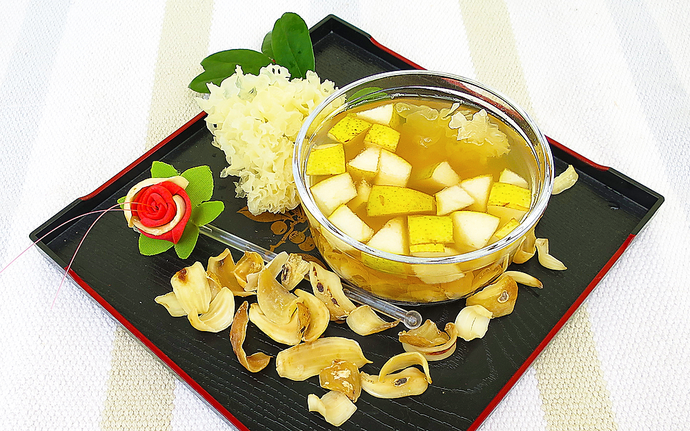 White Jelly Fungus and Pear Soup