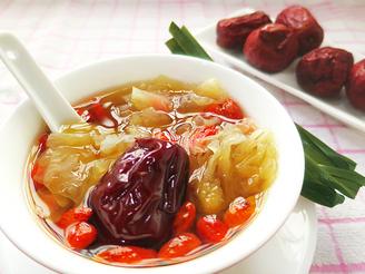 Snow fungus, date and wolfberry soup 银耳大枣枸杞子汤