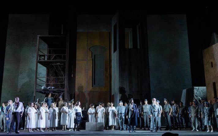 Les vêpres siciliennes à l'opéra de Rome. Assistance à la scénographie de Richard Peduzzi
