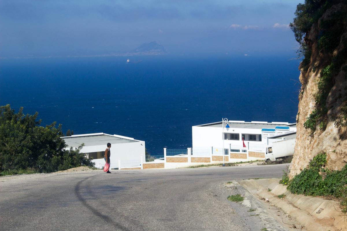 Face au detroit de Gibraltar  مضيق جبل طارق