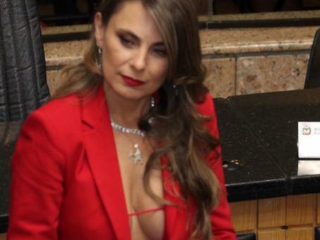 Decote da deputada Paulinha gera polêmica e nos faz refletir, tudo bem ser sexy no trabalho?