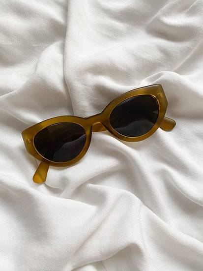 Óculos Cameo
