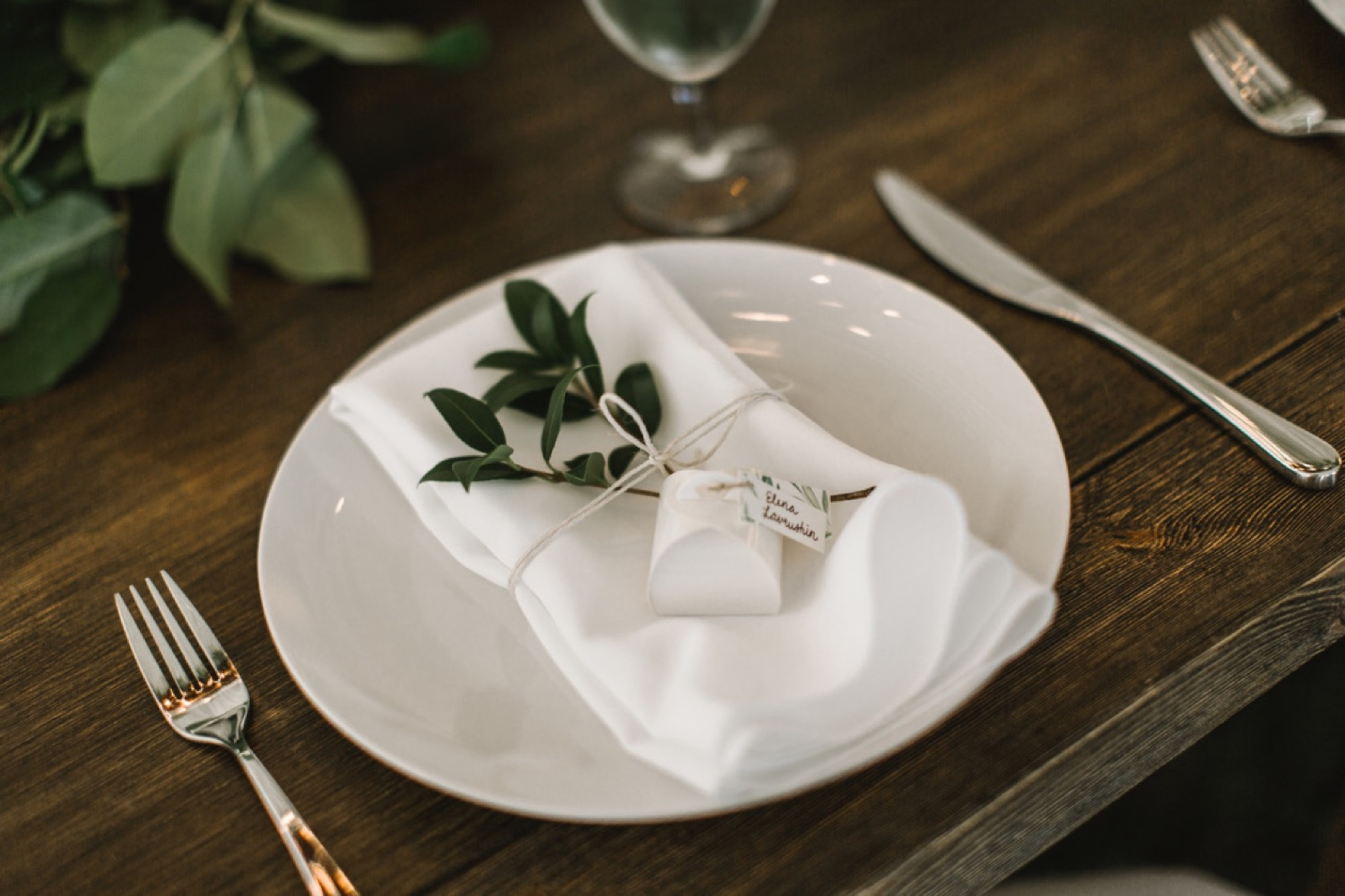 A simple and natural wedding tablescape at Pebble Cove Farm