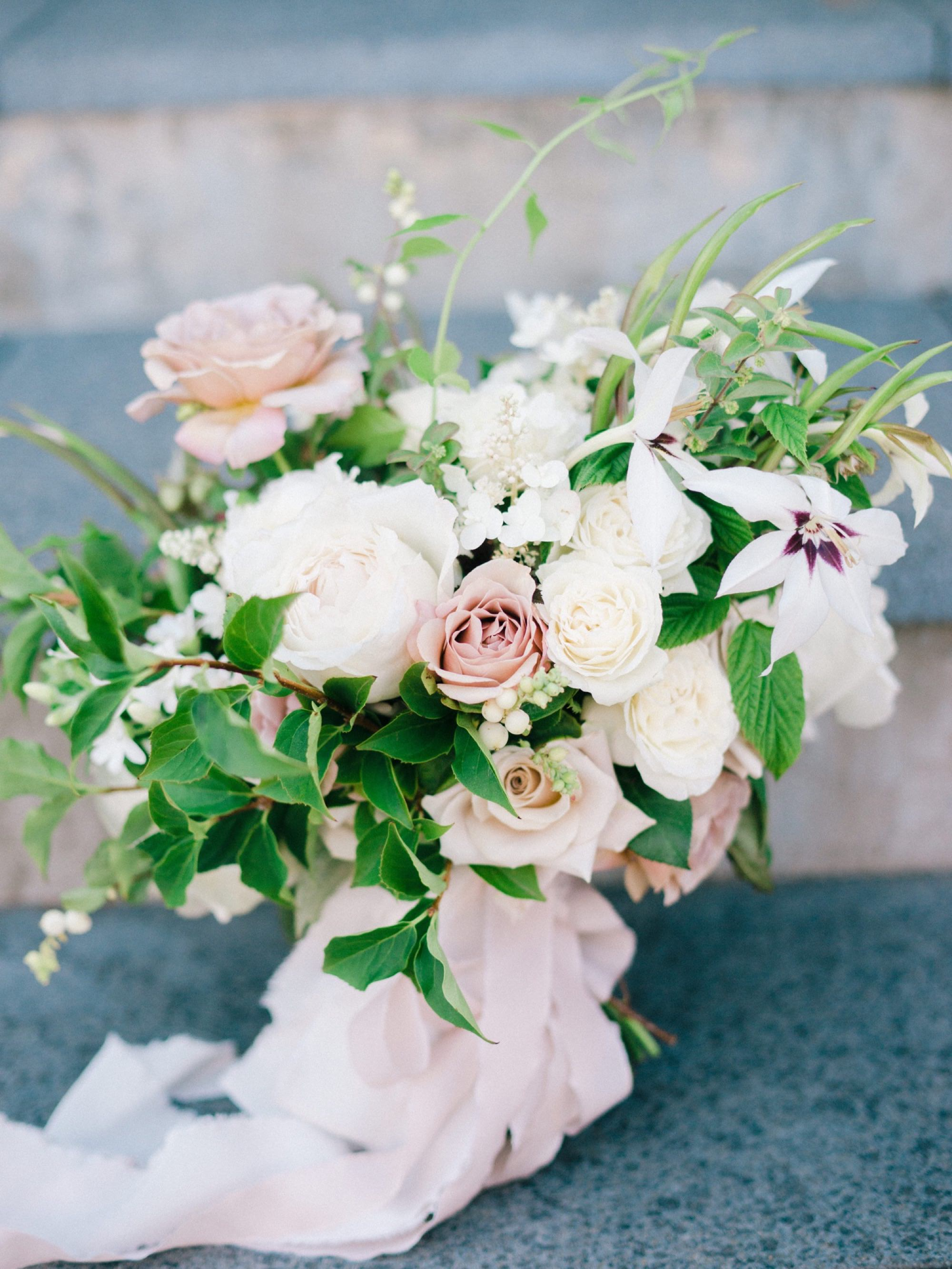A white and dusty rose bridal bouquet from Seattle Wedding Florist Botanique