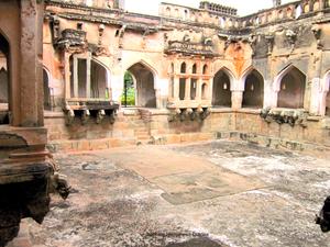 Queen's Bath, Hampi