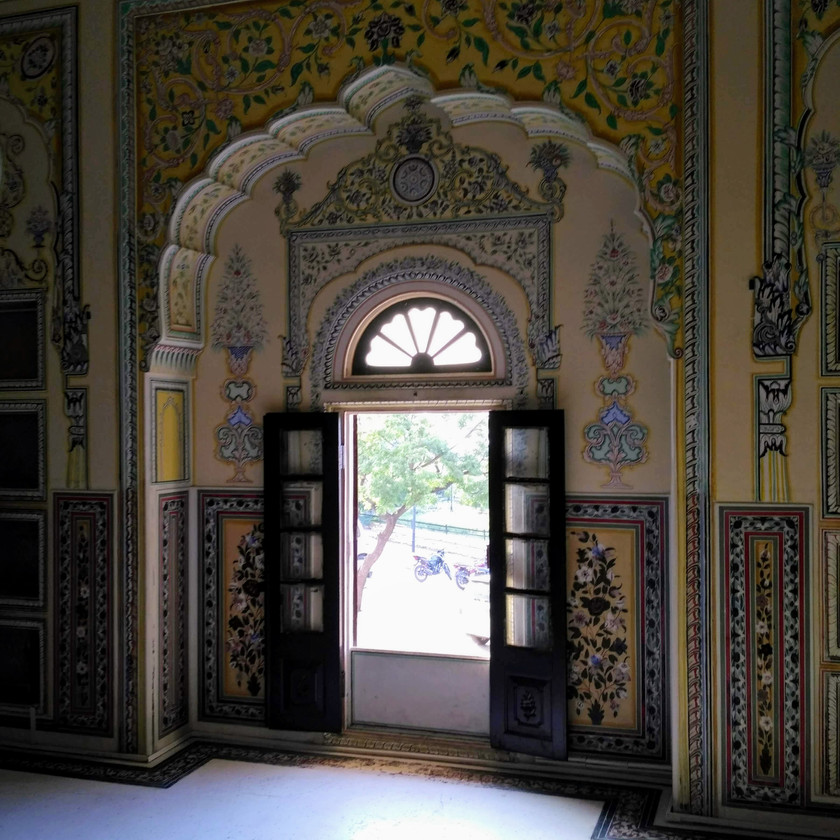 Painted walls in Nahargarh Palace
