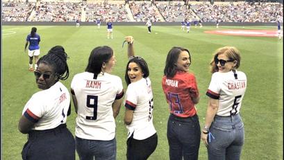 Mga Bigating Female Hollywood Stars, Bumuo ng Professional Women Soccer Team